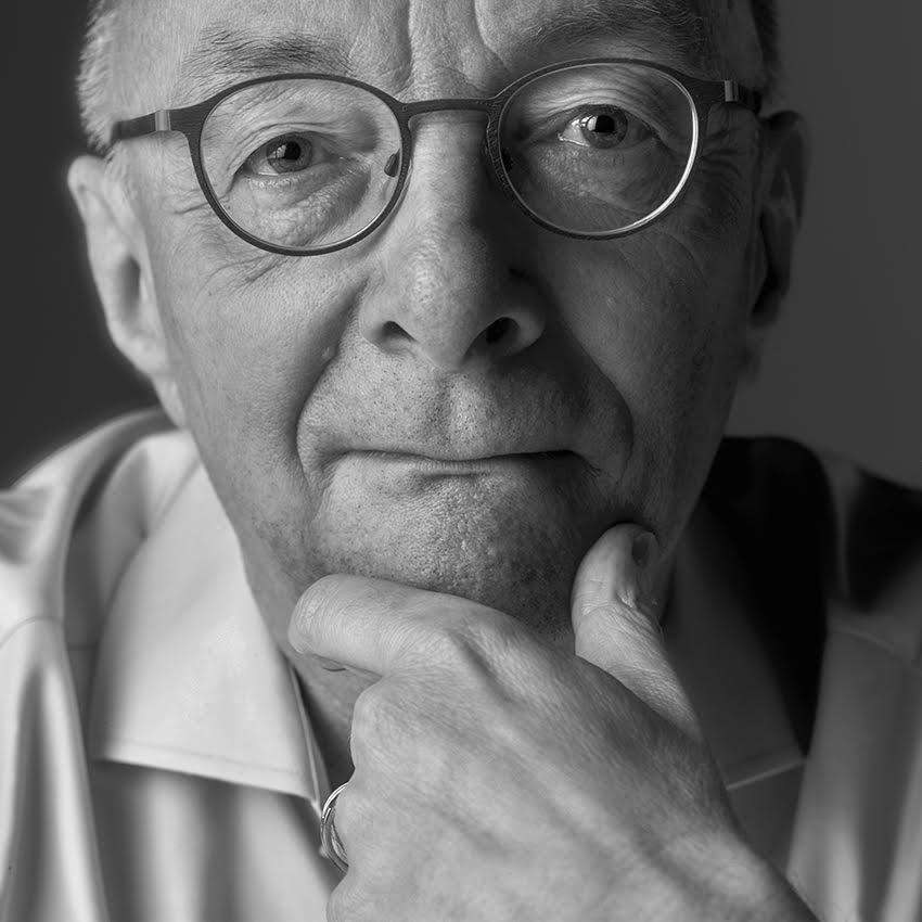 Dr. Martin van den Berg